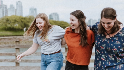 3 girls laughing together