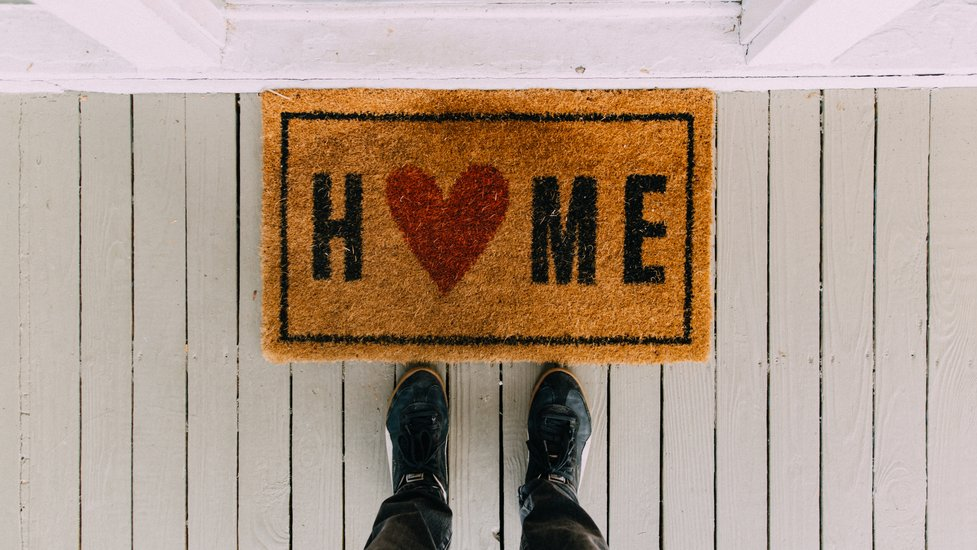 a door mat that says home
